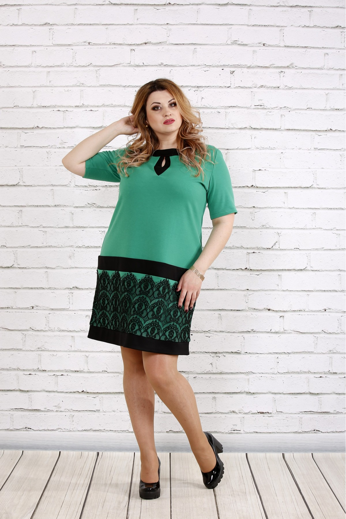 Зеленое платье с кружевом   0733-1