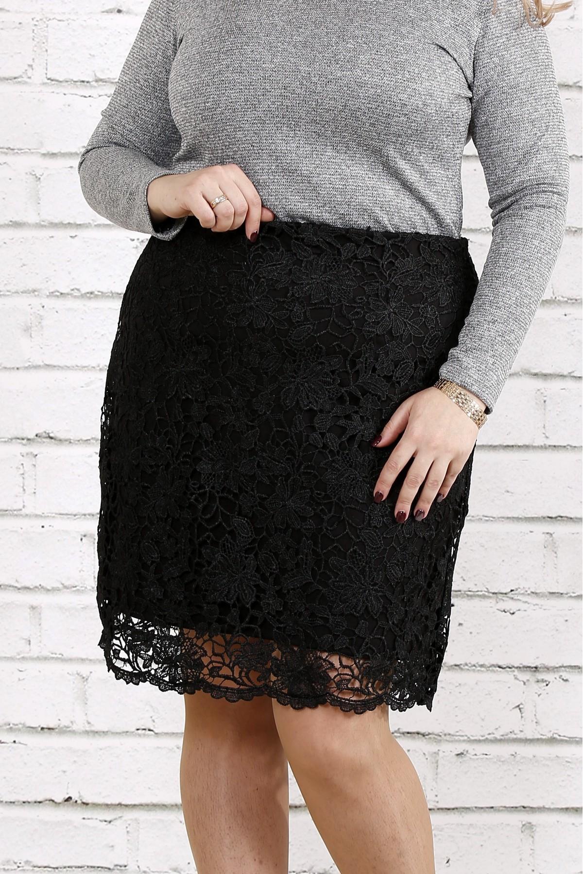 Черная трикотажная юбка с макраме   0736-1