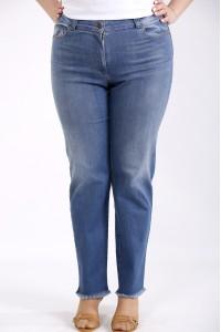 j052 | Синие джинсы немного расширенные