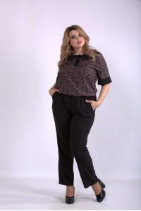 01159-2 | Комплект: черные брюки и блузка с бежевым принтом